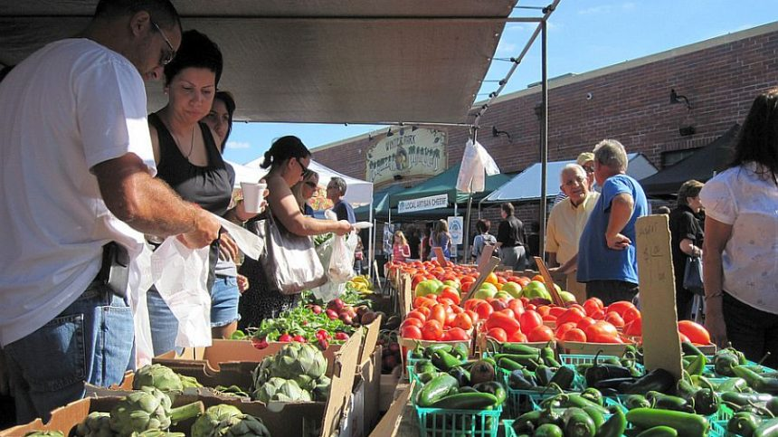 New York Pays to Keep Food Stamps at U.S. Farmers' Markets
