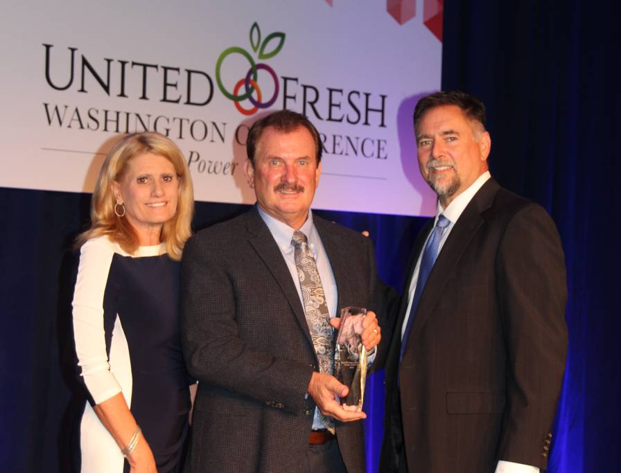 Bob Bender (center) receives American Vegetable Grower magazine's 2016 Grower Achievement Award from Lonny Smith of AgroLiquid. Bob's wife, Stacie, also is pictured.