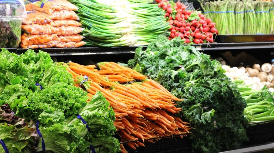 Produce-aisle-at-grocery-store