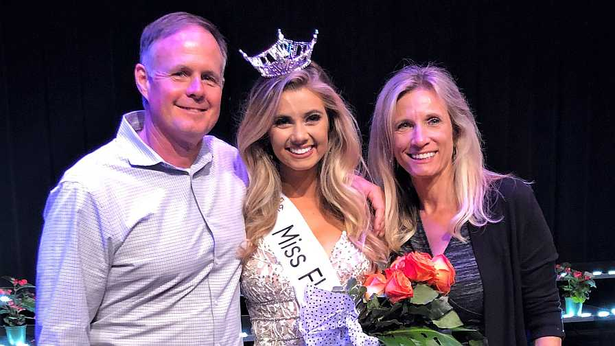 Miss Florida Citrus 2019 Michaela McLean with her parents