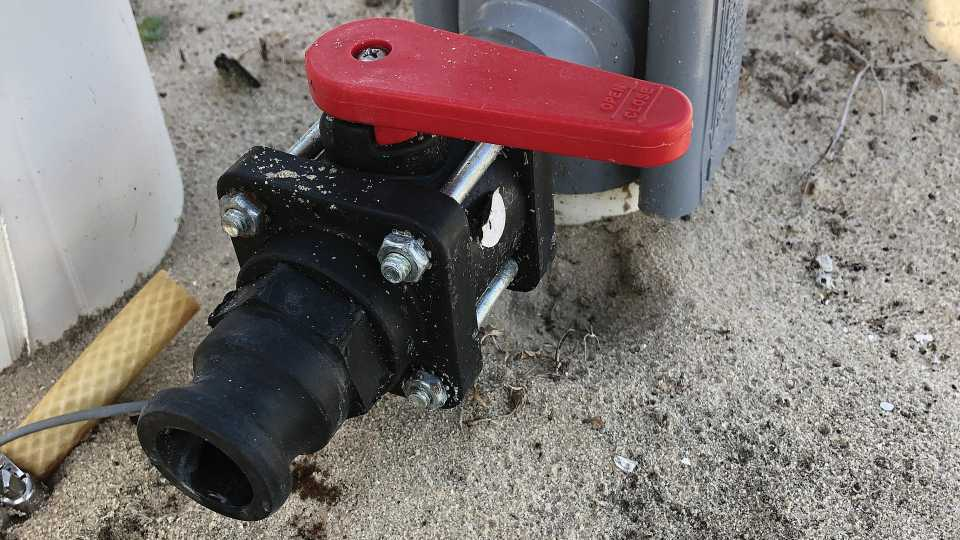 Water backflow valve
